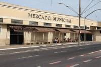 Dr. Luis Pereira reivindica troca dos toldos do Mercado Municipal
