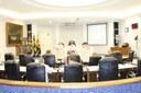 Vereadores discutem e votam orçamento em 'sessão dupla'